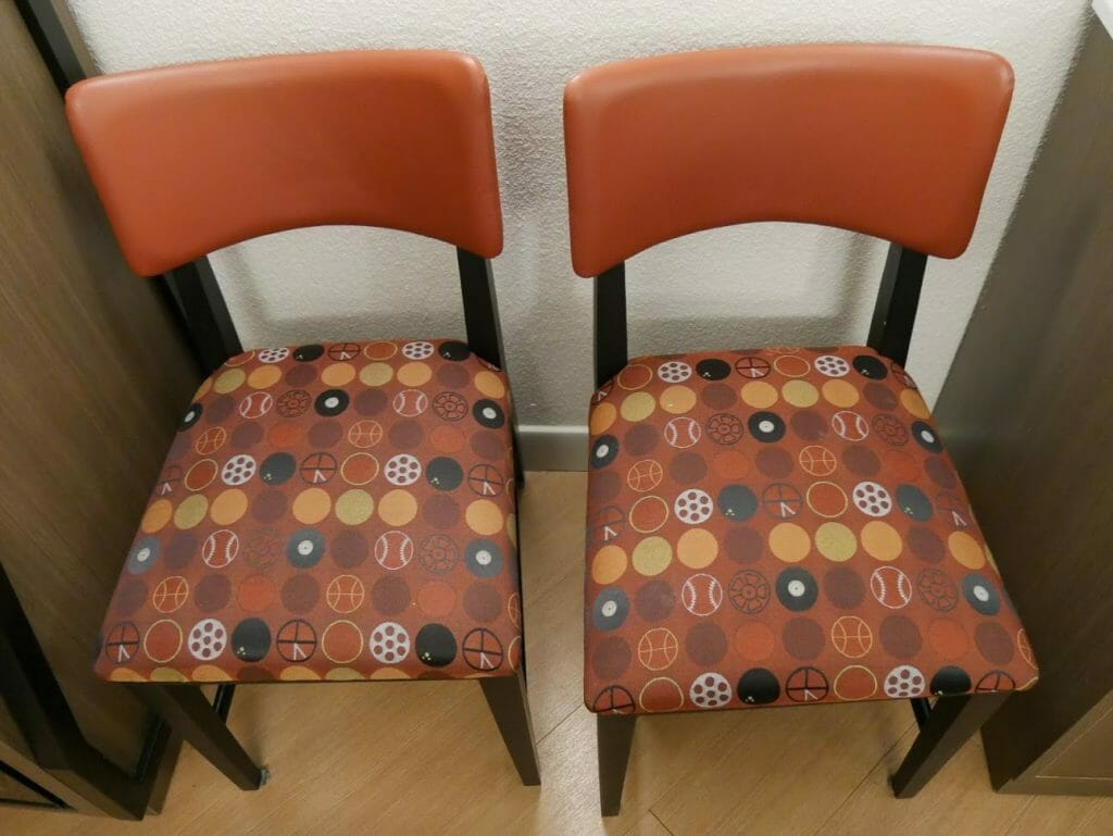 Disney All-Star movies room review dining chairs