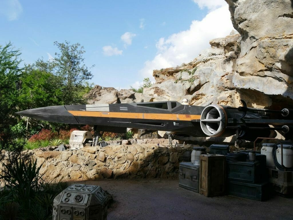 An X-Wing in the Rise of the Resistance queue