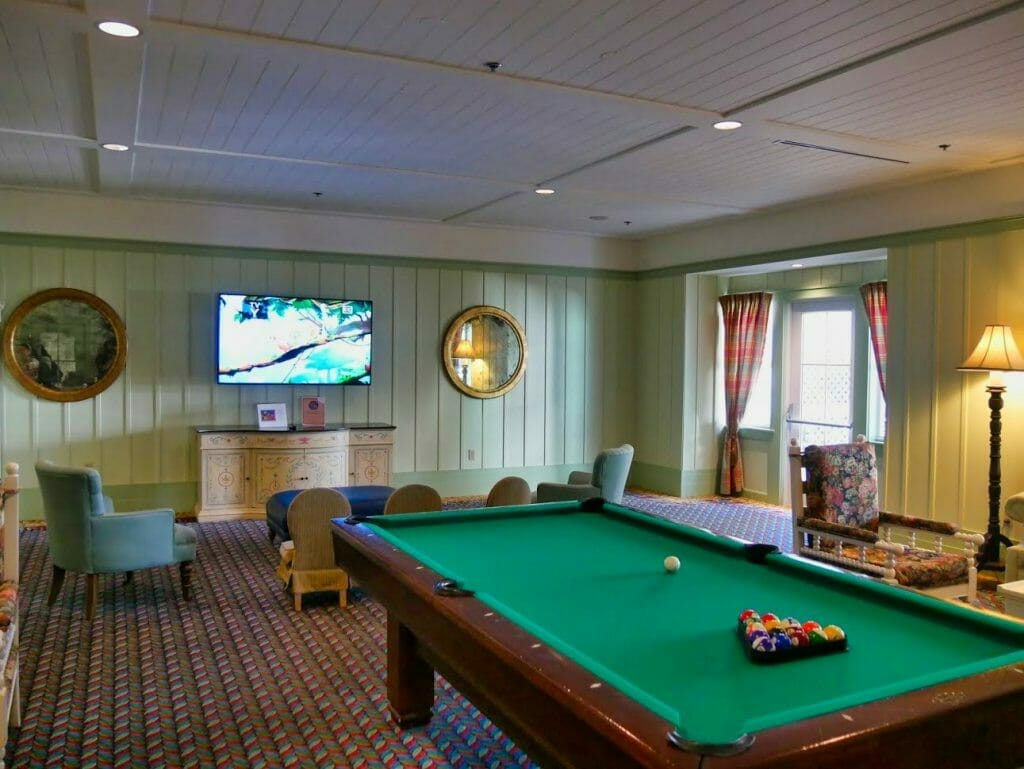 A pool table and TV inside the Disney Vacation Club area of Beach Club Villas